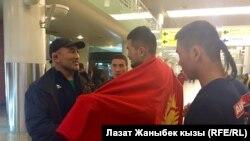 Чынарбек Изабеков Москвадагы кыргызстандык жаштар менен