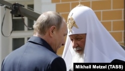 Президент России Владимир Путин и патриарх Московский и всея Руси Кирилл (архивный снимок)