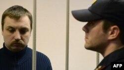 Михаил Косенко сот залында тұр. Мәскеу, 8 қараша 2013 жыл.