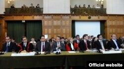 Македонската делегација пред почетокот на изложувањето на аргументите во Меѓународниот суд на правдата.