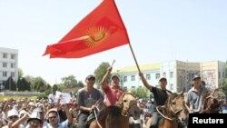Акция протеста в городе Ош в августе 2010 года. Иллюстративное фото.