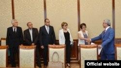 Նախագահ Սերժ Սարգսյանը ողջունում է Վերակազմյալ սոցիալ-դեմոկրատ հնչակյան կուսակցության ներկայացուցիչներին