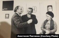 Петр Чеканов (слева) на персональной выставке своих работ во Львове, 60-е годы XX века