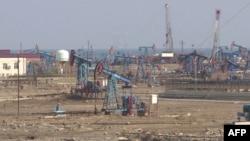 Նավթի հանքավայրը մայրաքաղաք Բաքվի մոտակայքում, արխիվ