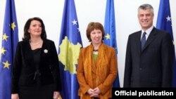 Ashton prilikom susreta sa predsednicom i premijerom Kosova, 14. mart 2013.