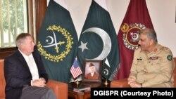 امریکايي سېنېټر لېنډسي ګراهم له پاکستاني لوی درستیز جنرال قمر جاوېد باجوه سره د لیدو مهال. ۲۰۱۹، ۱۶ ډېسېمبر
