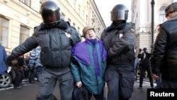 Задержание оппозиционеров неа митинге в Санкт-Петербурге, 5 марта 2012