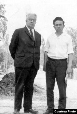 Писатели Эшреф Шемьи-заде и Шакир Селим