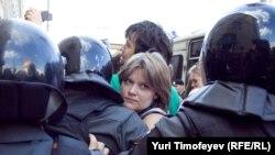 """Полиция выдавливает с Триумфальной площади участников акции """"Стратегии - 31"""" и журналистов, 31 мая 2011"""