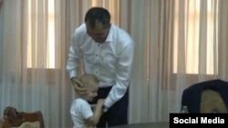 Юнус-Бек Евкуров и 4-летний Мухаммед Борзиев