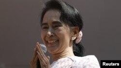 """Оппозициялық """"Демократия үшін ұлттық лиганың"""" жетекшісі Аун Сан Су Чжи."""