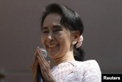 Аун Сан Су Чжи после объявления первых результатов выборов. Янгон, 9 ноября