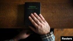 Nema podataka o tome koliko učenika pohađa nastavu iz pravoslavne vjeronauke, a koliko ih izučava vjeronauku i iz drugih konfesija