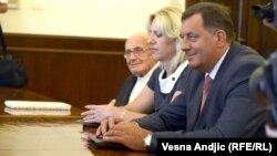Milorad Dodik na sastanku sa Tomislavom Nikolićem, Beograd, 8. avgust 2012.
