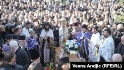 Vladika Teodosije održao je opelo Oliveru Ivanoviću