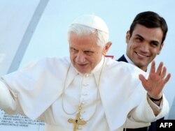 Roma papası 16-cı Benedikt (öndə)