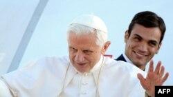 Рим Папасы Бенедикт XVI Германиягә очарга әзерләнгән вакытта