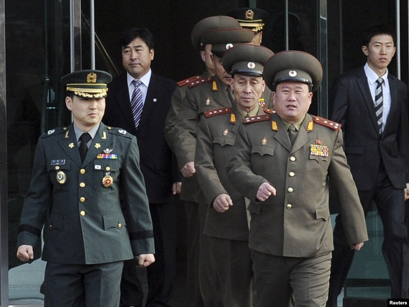 the north korean army. South-North Korea Military