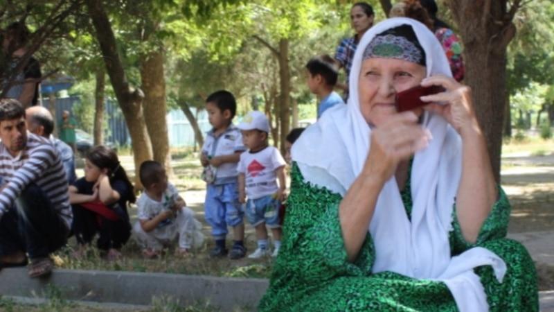 Таджикские налоговики требуют повысить тарифы на звонки через мессенджеры
