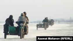 Жители села в Атырауской области Казахстана. Иллюстративное фото.