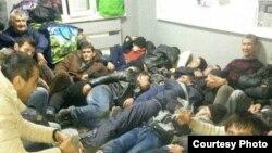 Таджикские мигранты, застрявшие в Аксарайске.