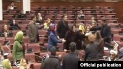 драка в парламенте Афганистана фото KHAAMA PRESS