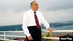 حیدر علیاف به مدت هجده سال رييس جمهوری آذربايجان شوروی بود.