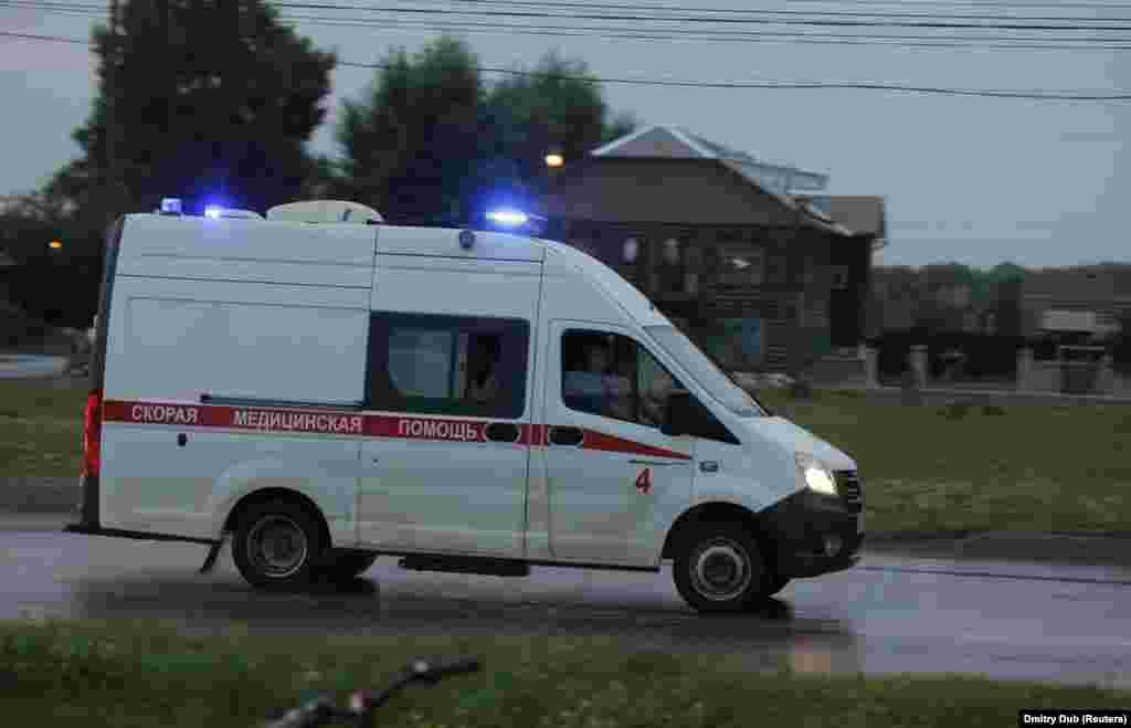 Zvaničnici su rekli da je dvanaest osoba hospitalizirano, od kojih je šest otpušteno nakon liječenja. Jedna osoba je prijavljena kao nestala.