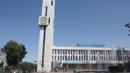 """Здание главного офиса """"Кыргызтелекома"""" в Бишкеке"""