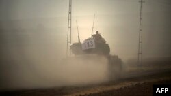 Турецкий танк пересекает границу с Сирией