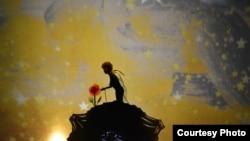 """Сцена од претставата """"Малиот принц"""""""