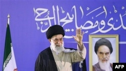 Current Supreme Leader Ayatollah Ali Khamenei flanked by a photo of his predecessor, Ruhollah Khomeini, in Mashhad in 2007