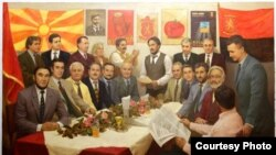 Уметнички слики кои наскоро ќе висат на ѕидовите во новото партиско седиште на ВМРО ДПМНЕ. Фотографии од порталот НОВАТВ