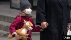 Люди в масках. Які засоби захисту від коронавірусу обирають кримчани (фотогалерея)