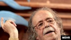 محمد علی کشاورز به تازگی کتاب خاطرات هنری اش را با نام «اکسیر نقش » به پایان برده است. (عکس: مهر)
