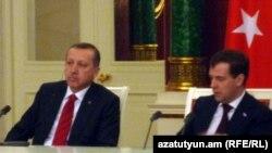 Președintele rus Dmitri Medvedev și premierul turc Recep Tayip Erdogan