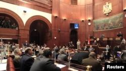 Конституциялық ассамблея мүшелерінің конституция жобасына дауыс беру кезі. Каир, 29 қараша 2012 жыл.