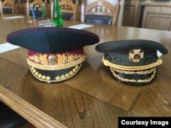 Старая и новая фуражка министра обороны Украины