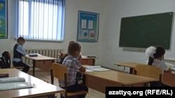 Школьники в малокомплектной школе в сельской местности. Западно-Казахстанская область, сентябрь 2020 года.