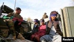 """""""Талибандын"""" ооган коопсуздук күчтөрү колго түшүргөн согушкерлери. Жалалабад, 17-март, 2018-жыл."""