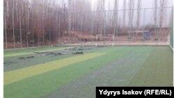 Кыргызстандагы футбол ойноочу аянттардын бири. Иллюстрациялык сүрөт.