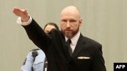 Андерс Брейвік знову «привітав» суд нацистським вітанням, як робив це на попередніх засіданнях, фото 10 січня 2017 року
