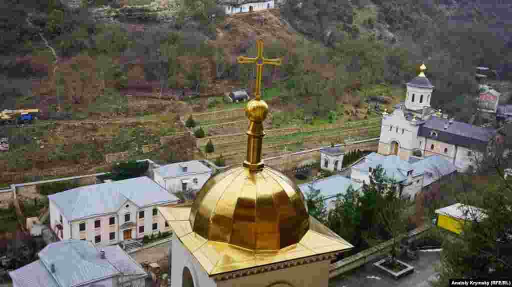 Звонница Свято-Успенского монастыря