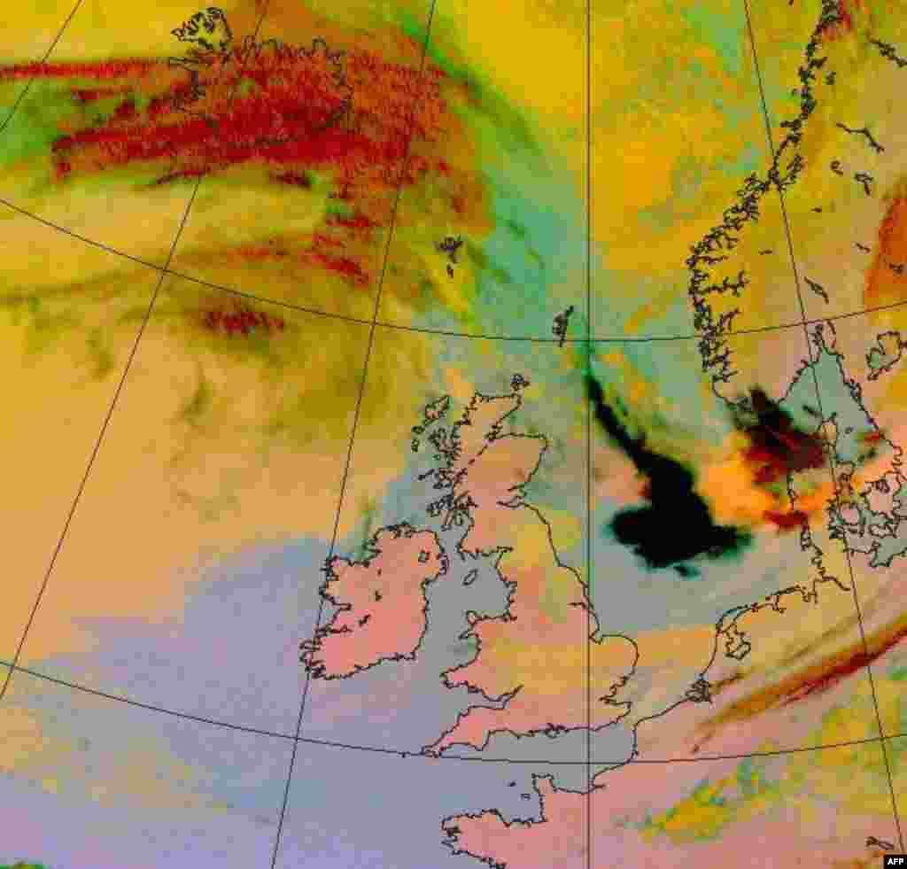 Satelitska karta oblaka od pepela od erupcije na Islandu