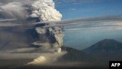 Vulkan Merapi, fotoarhiv
