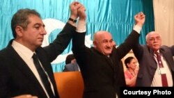 Musavat partiyasının qurultayı. (Soldan sağa) Qubad İbadoğlu, Arif Hacılı, İsa Qəmbər. Sentyabr 2014