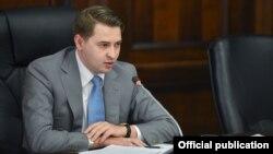 Исполняющий обязанности премьер-министра первый вице-премьер-министр Артем Новиков.