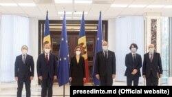 Președinta R. Moldova, Maia Sandu, și delegația română în frunte cu ministrul de externe Bogdan Aurescu (al doilea din dreapta)