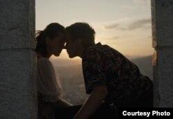 """Radnja filma """"Tabija"""" je smještena u današnje Sarajevo i govori o ljubavi dvoje tinejdžera."""