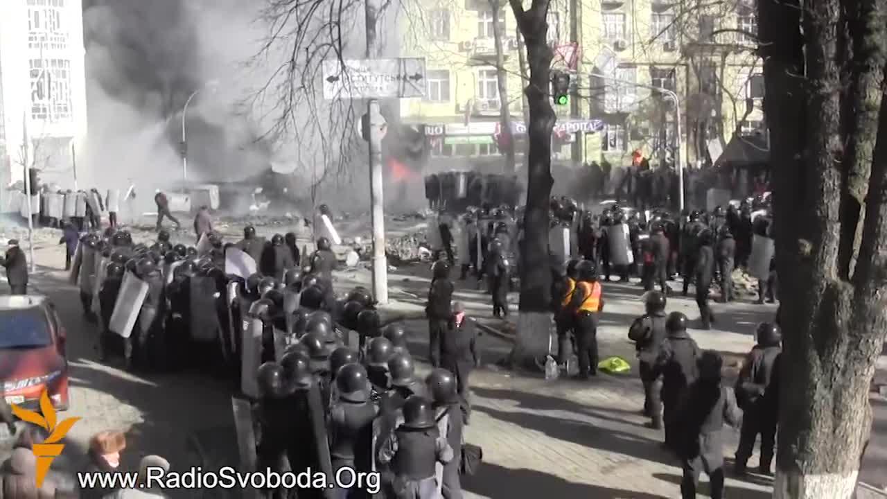 Бої на Шовковичній. Мітингувальники взяли гору